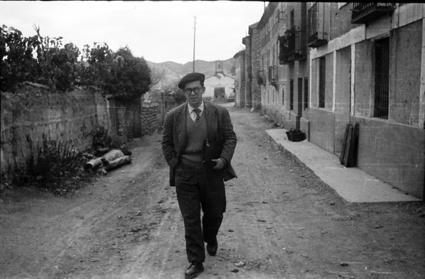 Resultado de imagen de imagenes de hombres andando por la calle